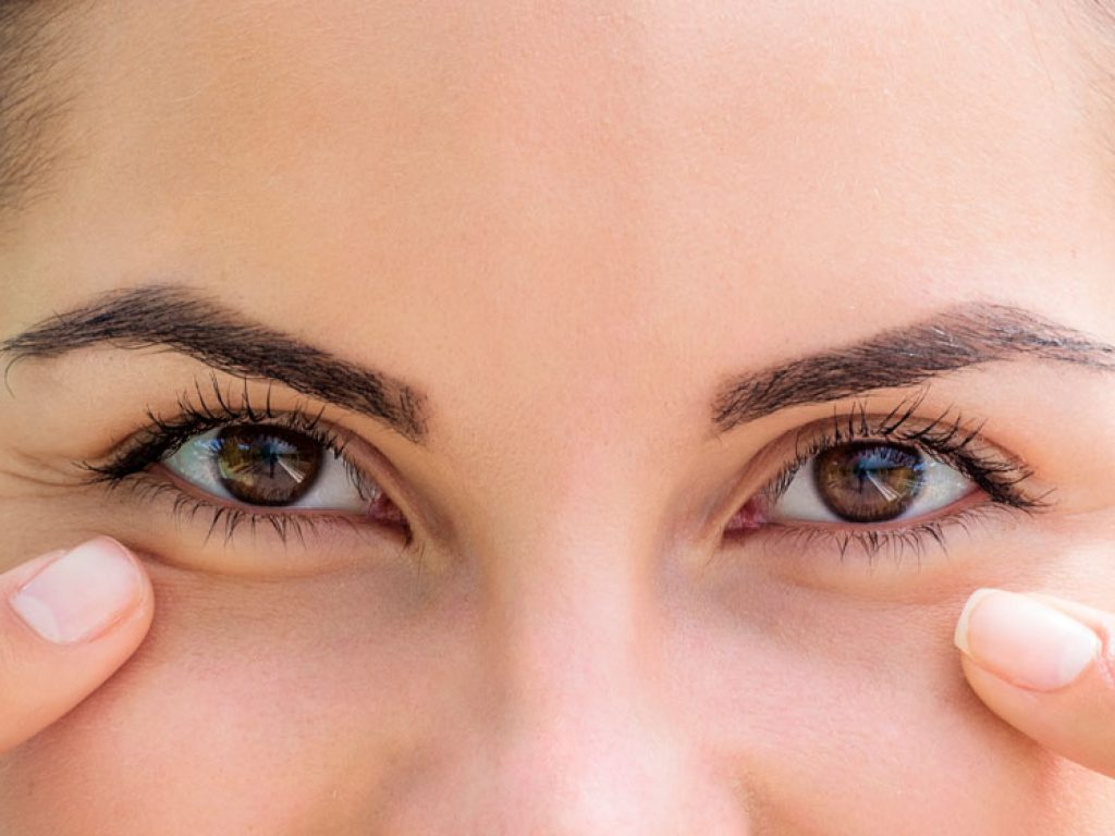 smiling-woman-showing-her-healthy-eyes-close-up-ss-ft